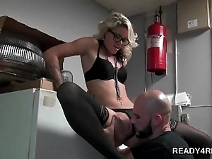 Stockinged blonde pussy proverbial in threesome
