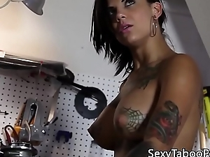Tattooed Bonnie Rotten squirting during bj
