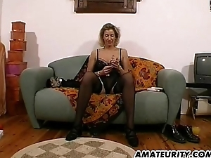 Amateur Milf toys and strokes a gumshoe back cum above tits
